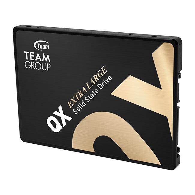 Очень дорогой 2.5 SATA SSD на 15,3 Тб
