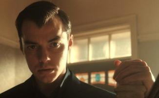 Сериал «Пенниуорт» о молодости дворецкого Бэтмена выйдет 28 июля