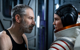 Тизер-трейлер и первые кадры сериала «Прочь» от Netflix с Хиллари Суэнк. Полет на Марс и русский космонавт