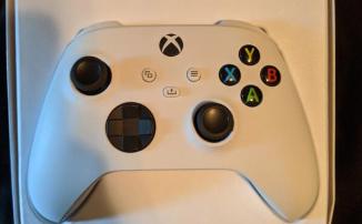 Xbox Series S появилась на официальной упаковке с геймпадом