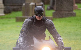 Новый костюм Бэтмена во всех деталях на кадрах со съемочной площадки
