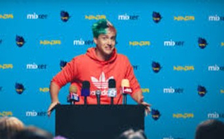 Ninja пошутил над фанатами, которые хотят, чтобы он играл в Fortnite вместо World of Warcraft Classic
