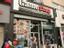 Американцы требуют закрыть магазины GameStop, но сеть настаивает, что продает «необходимые» товары