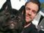 Тизер или просто фото? Генри Кавилл летит в США с ноутбуком Razer и романом Дэна Абнетта по Warhammer 40,000