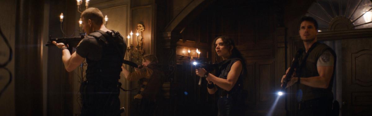 Первые кадры из фильма «Обитель зла: Добро пожаловать в Раккун-Сити»: Леон, Клэр, Крис, Джилл и жуть